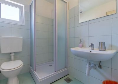 ivana-apartment-losinj-bathroom